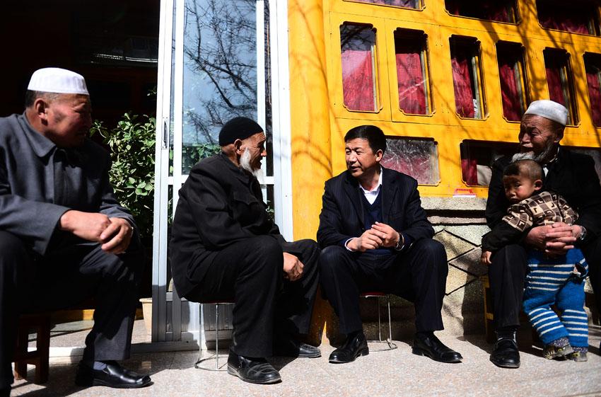 2013年2月27日,韩永东 左三 在青海省循化撒拉族自治县积...