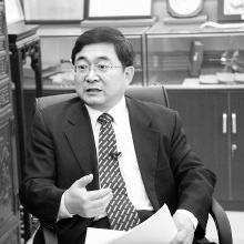 中国宪法学研究会常务副会长 莫纪宏  1982年宪法是新中国成立以后的第四部宪法,也是最好的一部宪法。1982年宪法从多种角度详细地规定了我国的基本政治制度、经济制度、文化制度和社会制度,明确了公民的基本权利,通过设置国家机构,比较合理地配置了国家权力。