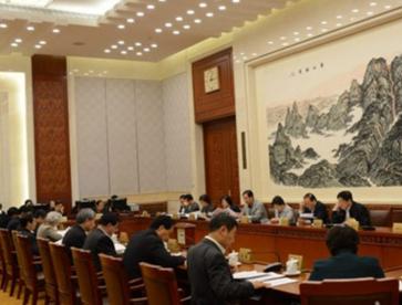 常委会第十八次会议举行分组会