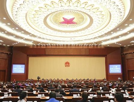 常委会第十八次会议举行第三次全体会议