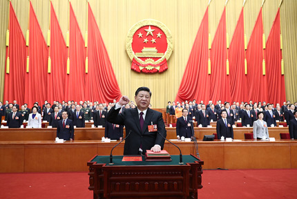 习近平当选国家主席、中央军委主席3月17日,十三届全国人大一次会议在北京人民大会堂举行第五次全体会议。习近平当选中华人民共和国主席、中华人民共和国中央军事委员会主席。