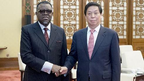 栗战书会见纳米比亚总统根哥布
