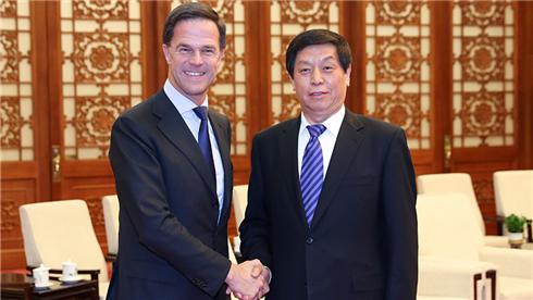 栗战书会见荷兰首相吕特