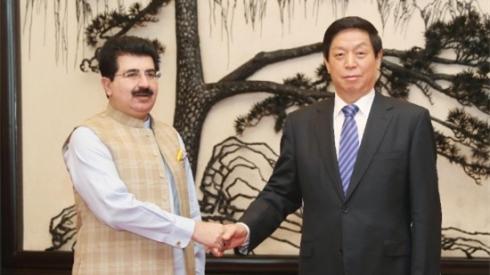 栗战书会见巴基斯坦参议院主席桑吉拉尼