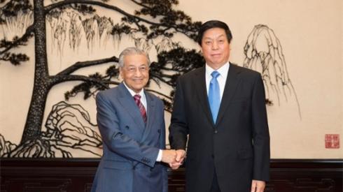 栗战书会见马来西亚总理马哈蒂尔