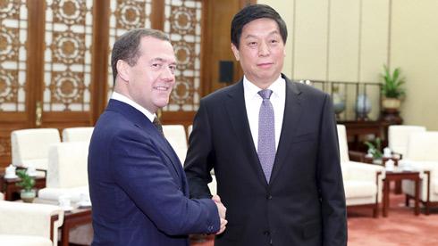 栗战书会见俄罗斯总理梅德韦杰夫