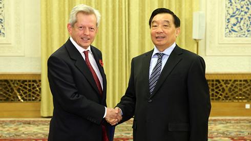 王晨会见英国议会跨党派中国小组代表团
